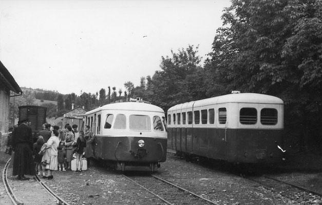 Tarn-096 : Lacaune-les-Bains. 2 septembre 1956. Autorails Billard A80D et Verney SCF. Cliché Jacques Bazin