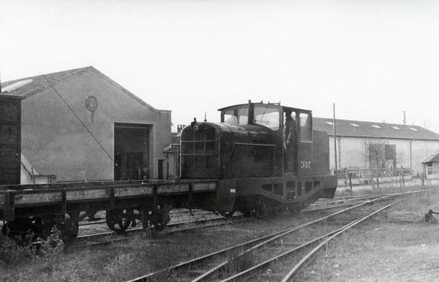 Tarn-012 : Castres-Dépôt. 29 décembre 1962. Locotracteur LT2. Cliché Jacques Bazin