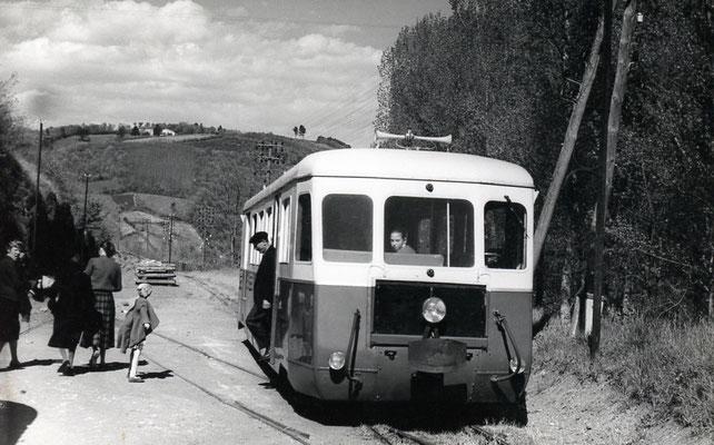 Tarn-053 : Roquecourbe. 2 mai 1958. Autorail Billard A150D6. Cliché Jacques Bazin