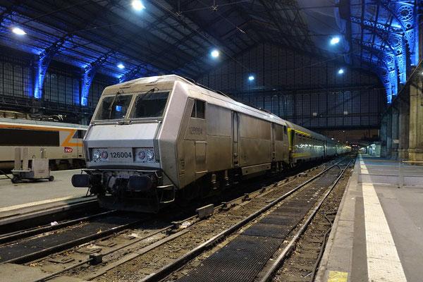 Paris-Austerlitz-30 novembre 2012. Locomotive BB 26004 et rame Téoz de la ligne de Limoges. Cliché Pierre Bazin