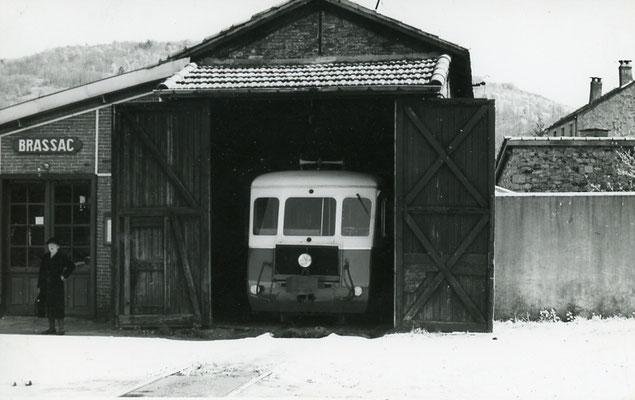 Tarn-132 : Brassac. 2 mai 1958. Autorail Billard A150D6. Cliché Jacques Bazin
