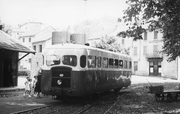 Tarn-079 : Pierre-Ségade. 28 juin 1953. Autorail Verney SCF. Cliché Jacques Bazin