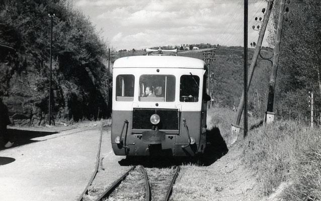 Tarn-052 : Roquecourbe. 2 mai 1958. Autorail Billard A150D6. Cliché Jacques Bazin