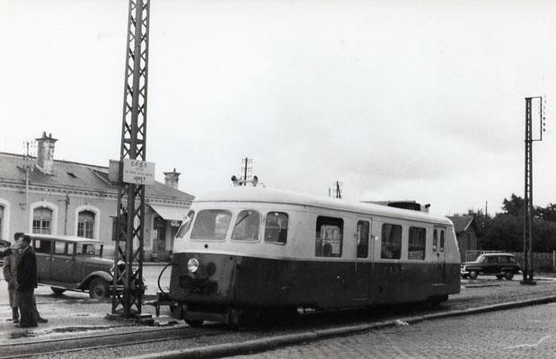 Tarn-036 : Castres-Gare. 2 septembre 1956. Autorail Billard A80D. Cliché Jacques Bazin