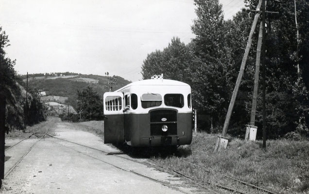 Tarn-051 : Roquecourbe. 28 juin 1953. Autorail Verney SCF. Cliché Jacques Bazin