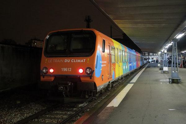 """Paris-Austerlitz-23 mars 2017. Automotrice Z 9612 Expo """"Le train du climat"""". Cliché Pierre Bazin"""