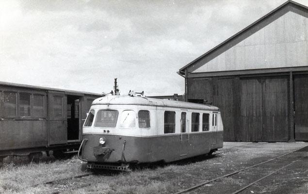 Tarn-004 : Castres-Dépôt. 2 septembre 1956. autorail Billard A80D. Cliché Jacques Bazin