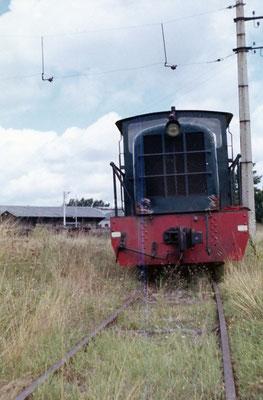 Tarn-026 : Castres-Dépôt. Locotracteur LT2. Dernier voyage de dépose de la voie. Août 1963. Auteur du cliché inconnu