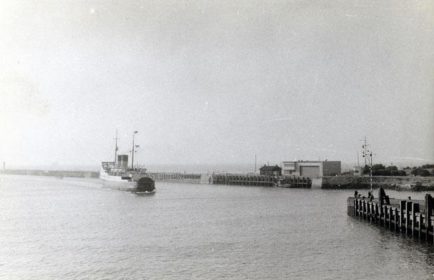 Boulogne-Maritime-001 : Arrivée du ferry en provenance d'Angleterre. CLiché Jacques Bazin. 4 juin 1957