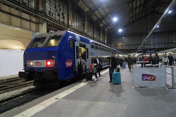 Paris-Austerlitz-19 mars 2017. Arrivée d'une rame V2N en provenance de Dijon. Arrivée à Austerlitz suite à des travaux sur les voies de Paris-Gare-de-Lyon. Cliché Pierre Bazin