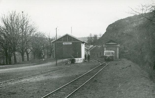 Tarn-121 : Murat-sur-Vèbre. 30 décembre 1962. Autorail Billard A80D. Cliché Jacques Bazin