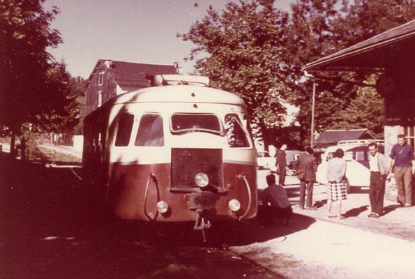 Tarn-101 : Lacaune-les-Bains. 1962. Autorail Billard A80D. Cliché Rose Salvaire