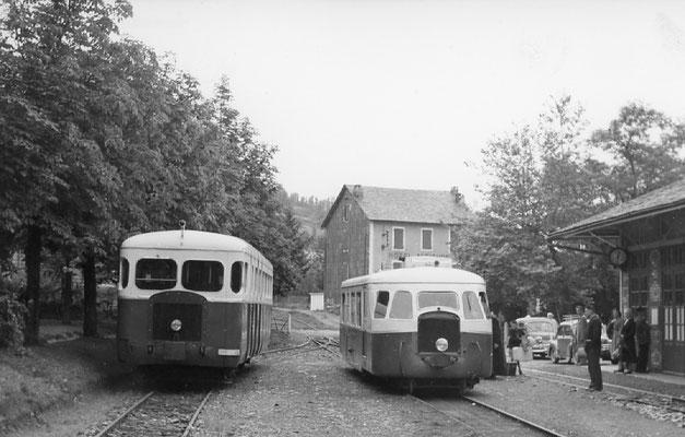 Tarn-097 : Lacaune-les-Bains. 2 septembre 1956. Autorails Billard A80D et Verney SCF. Cliché Jacques Bazin