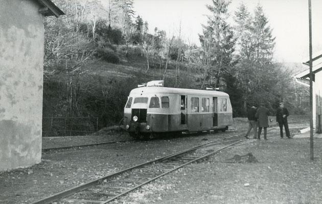Tarn-117 : Murat-sur-Vèbre. 30 décembre 1962. Autorail Bilalrd A80D. Cliché Jacques Bazin