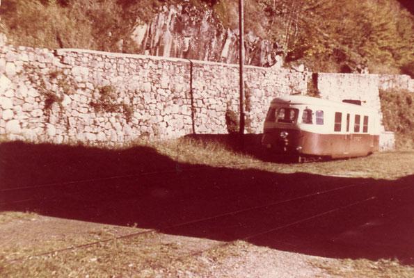 Tarn-128 : Ferrières. 1962. Autorail Billard A80D. Cliché Rose Salvaire