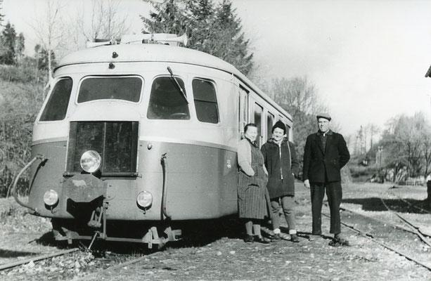 Tarn-124 : Murat-sur-Vèbre. 30 décembre 1962. Autorail Billard A80D. Cliché Rose Salvaire