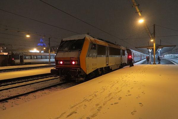 Paris-Austerlitz-6 février 2018. Locomotive 26159 et train à destination de Tours sous la neige. Cliché Pierre Bazin