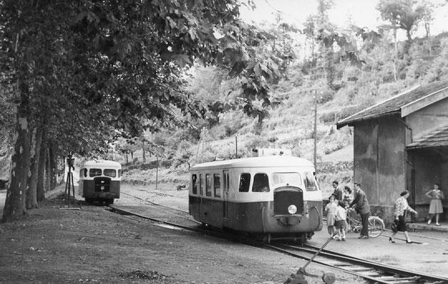Tarn-083 : Pierre-Ségade : 2 septembre 1956. Autorails Billard A80D et Verney SCF. Cliché Jacques Bazin