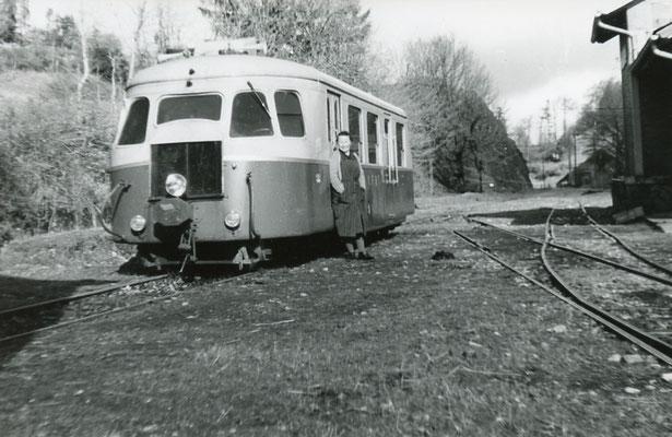 Tarn-123 : Murat-sur-Vèbre. 30 décembre 1962. Autorail Billard A80D. Cliché Rose Salvaire