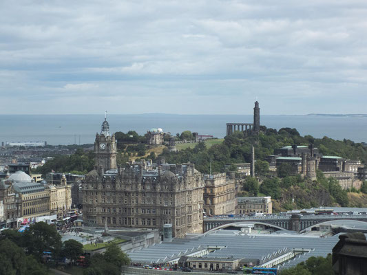 The Balmoral und Calton Hill