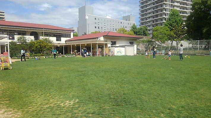 保育園の芝生広場