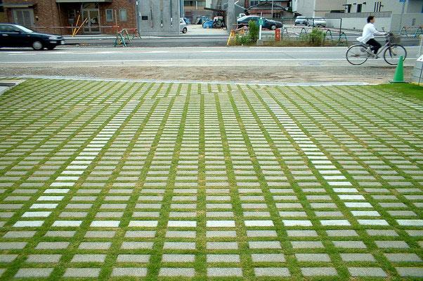 企業の駐車場緑化