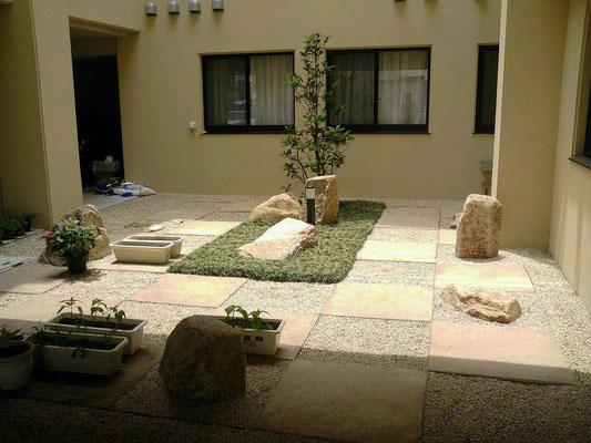 特別養護老人ホームの中庭