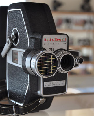 CAMERA BELL & HOWELL 240 AUTOMATIC ELECTRIC EYE