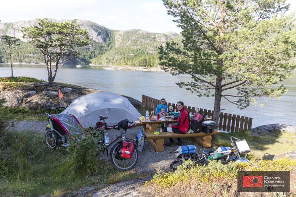 Gemütlicher Zeltplatz am Fjord