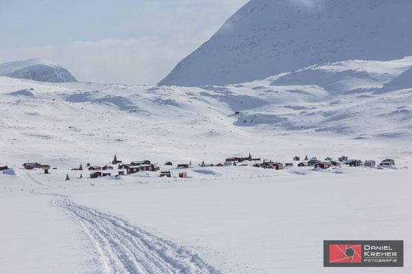 Spuren von Schneemobilen