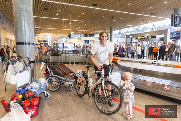 Fahrradmontage am Flughafen
