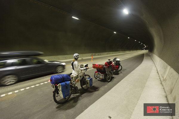 Mit dem Fahrrad durch den Tunnel