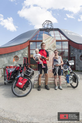 Mit dem Fahrrad und Kinder am Polarkreis