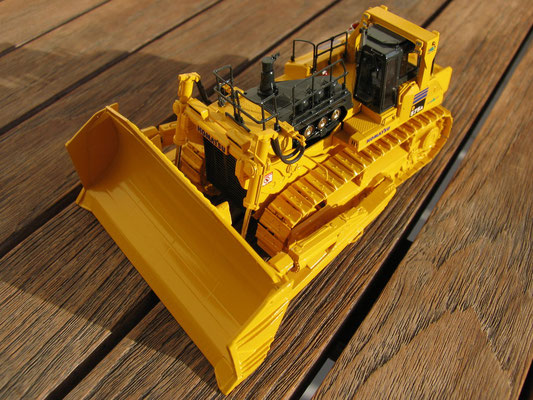 "Komatsu D575 A-3 ""Super Dozer"" von Classic Mint Collectibles"
