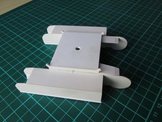 Begonnen wurde mit dem Unterwagen, welcher aus 1-1,5mm Polystyrol besteht.