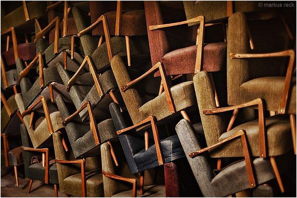 Das Werk eines unbekannten HOCHSTAPLERs -  entdeckt in einem verlassenen Gebäude.