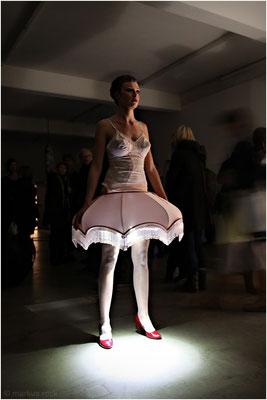 "Marianne Maric: ""LAMP GIRL"" - Regionale 10 - Kunsthaus L6 Freiburg i. Br."