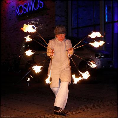 Feuerperformance im Rahmen von HUMAN RISING