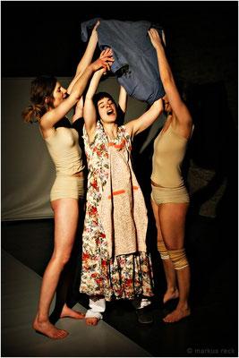 """BEYOND"" (Choreographie: Doro Eitel), Peterhofkeller Freiburg"