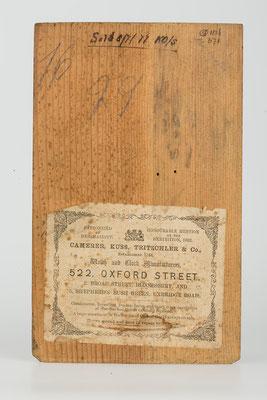 Rückwand von innen: Cottage Mantel Clock, Camerer, Kuss, Tritschler & Co, England 1877
