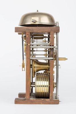 Seitenansicht von links, Uhrwerk der Bracket Clock von Matthä Winterhalder, Schwarzwald um 1855