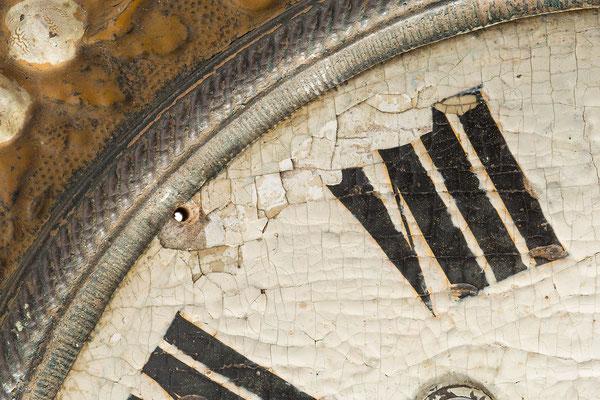 Detail Zifferblatt, Zustand vor der Restaurierung