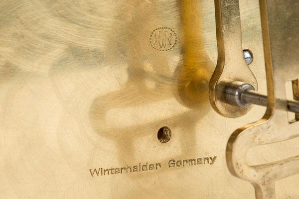 Signatur, Standuhrwerk der Hausuhrenfabrik Winterhalder KG Neustadt