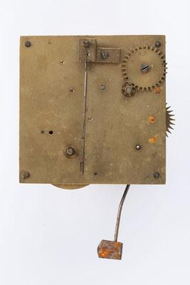 kleines Federzugwerk von Winterhalder und Hofmeier mit Wecker, Rückseite mit Signatur