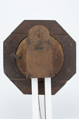 Rückseite mit Uhrmachersignatur: J. Humel