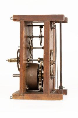 Uhrwerk von Mathias Behringer, Langenordnach Schwarzwald um 1865, Seitenansicht von rechts