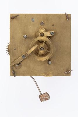 kleines Federzugwerk von Winterhalder und Hofmeier mit Wecker, Zifferblattseite