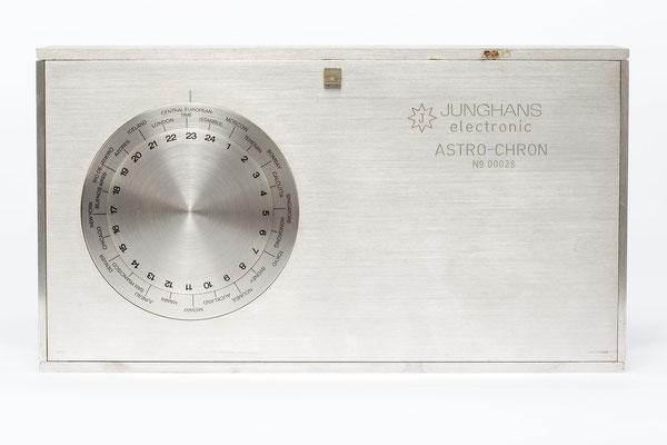 Junghans elektronic Astro-Chron, Quarzuhr im Weltzeitgehäuse, 1967, Nr. 00028, Rückseite