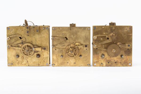 Federzugwerke: links Nr. 7, Mitte Nr. 13, rechts Nr. 15