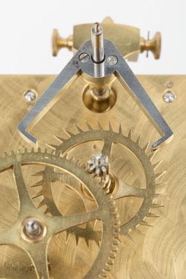 Detail Hemmung, Standuhrwerk der Hausuhrenfabrik Winterhalder KG Neustadt